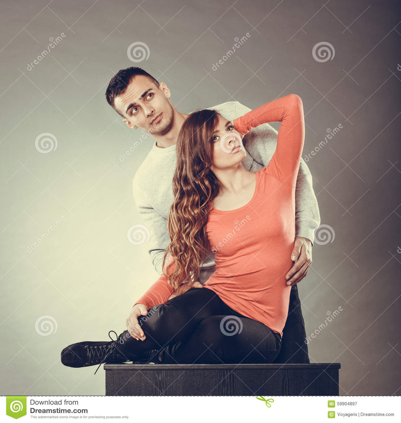 Jouer flirter filles attrayant homme bleue