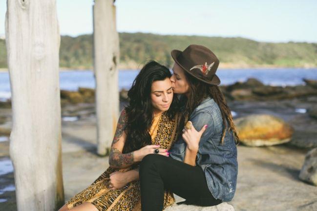 Rencontrez de nouvelles filles lesbiennes droite